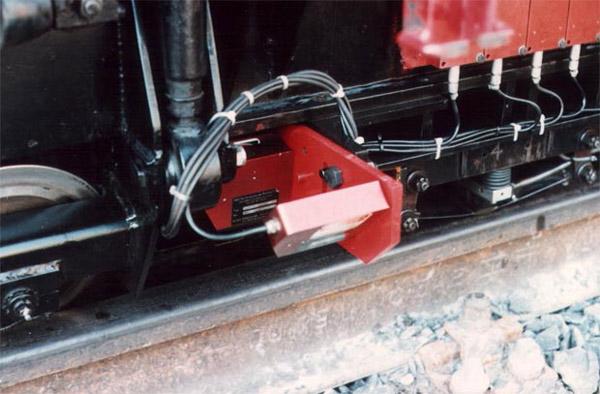 瑞士optimess激光位移传感器在车载钢轨检测应用案例